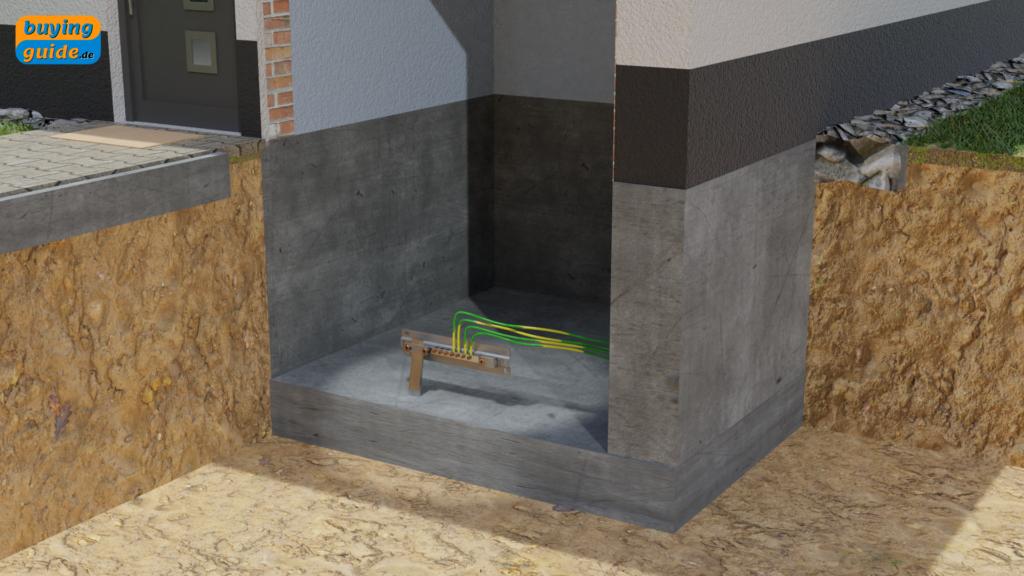 Haupterdungsschiene verbunden mit dem Fundament des Hauses (Fundamenterder)