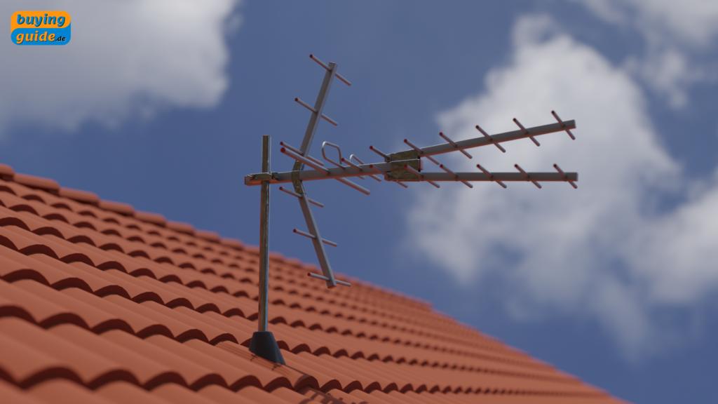 DVB-T2 Antenne auf dem Dach eines Hauses